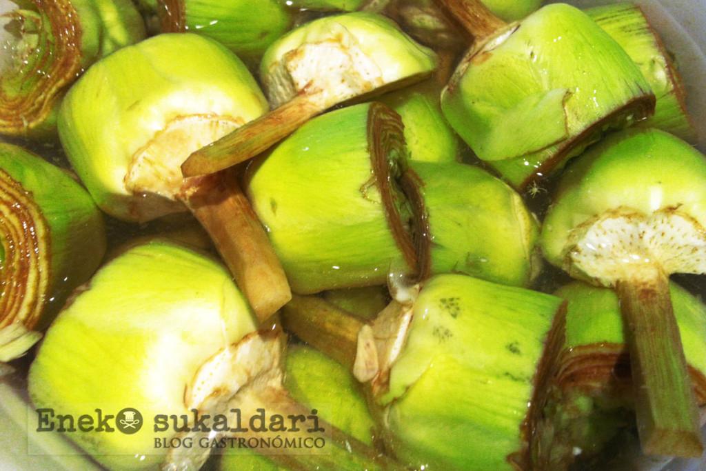 Alcachofas confitadas con emulsión de pistachos y anchoas