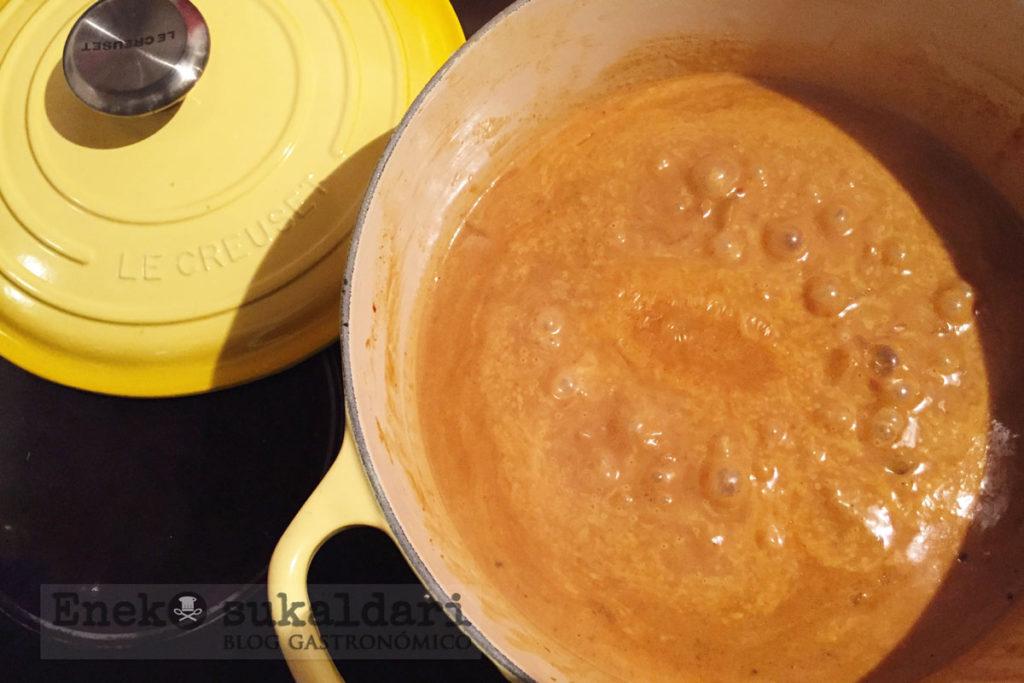 Curry massaman de presa ibérica y pak choi