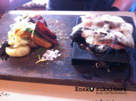 Tataki de pato, salsa ponzu y raíz loto + humo eucalipto