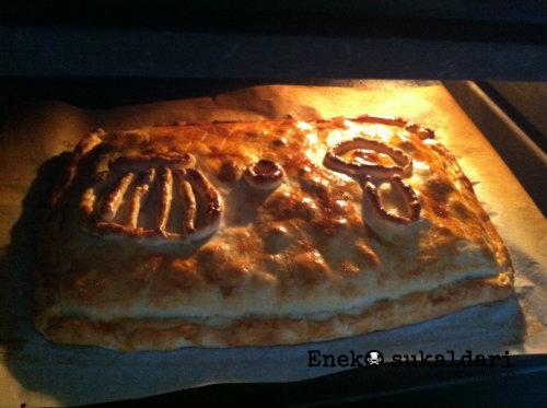 Empanada de vieiras y boletus con cebolla morada de Zalla