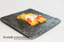 Socarrat de arroz con curry rojo, bogavante y wasakaka