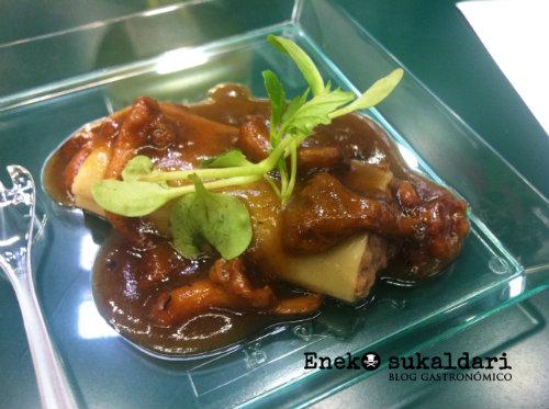Xoan Crujeiras: Canelón de gallina piñeira con seta de temporada y jugo de asado y trufa