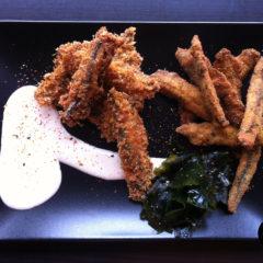 Fingers de anchoa rellenos de wakame con ali oli de mejillones