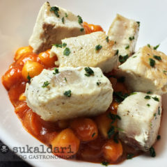 Garbanzos en salsa rabiosa de tomate con bonito - Eneko sukaldari