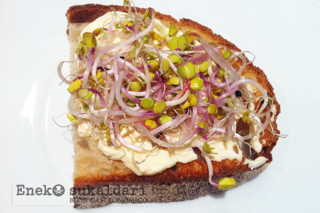 Hamburguesa de cantarelus, queso Idiazabal y pan de Labeko