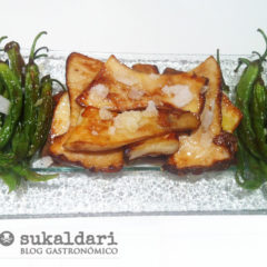 Hongos con piparras a la flor de sal de Añana
