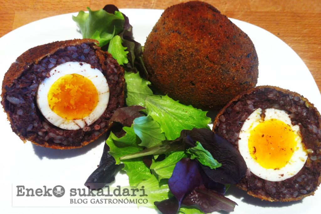 Huevos escoceses con morcilla izeko Rosi