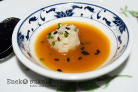 Aperitivo: Gazpacho de albahaca con calamar