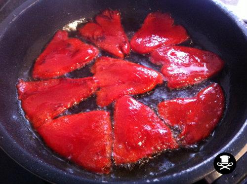 Panko pollo relleno con salsa chipotle