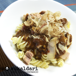 Pasta al curry con atún