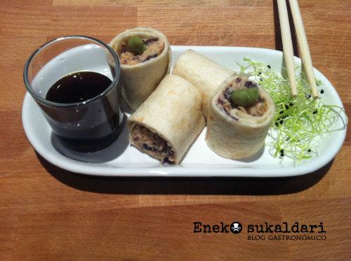 Rollito de bonito con algas y wasabi