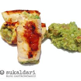 Rollitos de pollo rellenos de guacamole