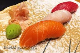 Nigiri sushi de atún, salmón y pescado blanco