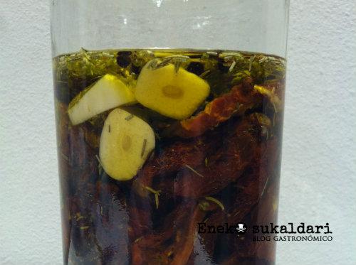 Tomates secos en aceite de oliva aromatizado