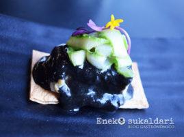 Bacalao con salsa negra y tagliatelle de espárrago triguero