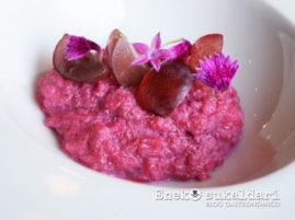 Risotto rosita de remolacha, pulpo y uvas